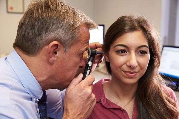 hearing test for a woman adult
