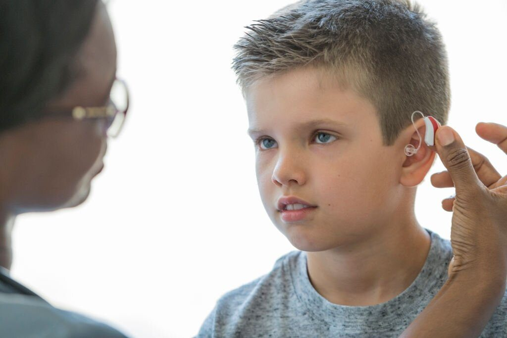 listening and spoken language therapy with hearing aid